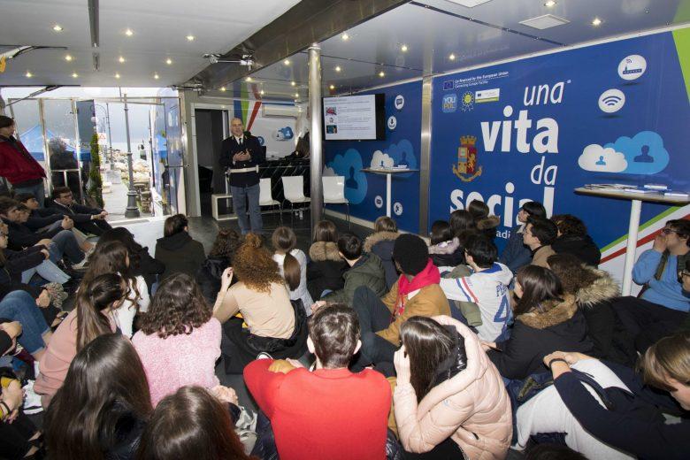 """La Spezia: """"Una vita da Social"""" campagna educativa itinerante della Polizia di Stato al Molo Italia"""
