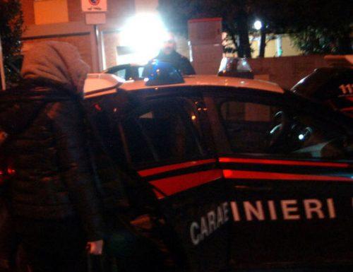Aggredisce da ubriaca i carabinieri e li manda all'ospedale