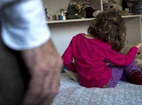 """""""Abusi sulla nipotina"""": carabinieri arrestano nonno orco"""