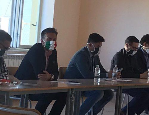 Consiglio Comunale a S. Luca. Il consigliere Brugnano dona mascherine tricolore a tutti i colleghi