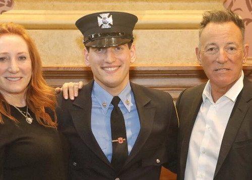 Il figlio di Bruce Springsteen presta giuramento come Vigile del Fuoco. L'orgoglio del padre