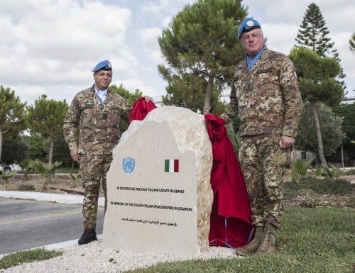 Un cippo a ricordo dei peacekeeper italiani in Libano