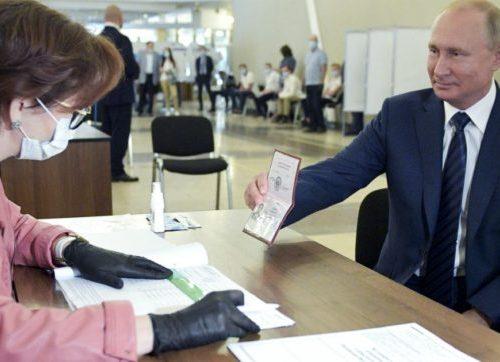 Russia: referendum Costituzione, il sì vince col 77,9%. Ora Putin potrà rimanere al potere fino al 2036