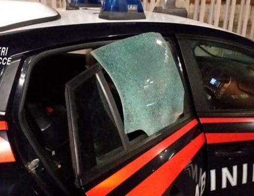 Sassi contro l'auto dei Carabinieri a Vimercate. Indagini in corso
