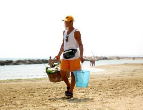 Vendeva cocco in spiaggia: arrestato ricercato per rapina