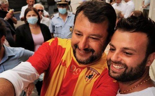 Salvini senza mascherina a Benevento: Mastella lo multa di 600 euro