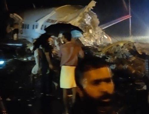 Tragedia, aereo con 191 passeggeri si schianta al suolo. Accade in India