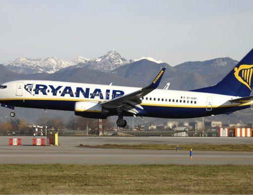 Paura sul volo Ryanair: due arrestati per terrorismo. Uno è italiano