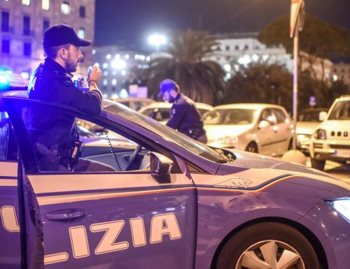 Picchia compagna e poliziotti arrestato