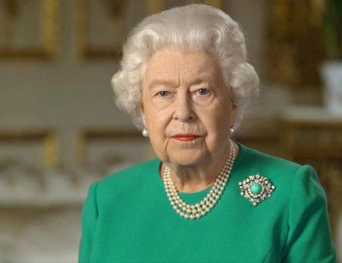 """""""La regina è morta"""". Una radio francese pubblica per errore il necrologio di Elisabetta"""