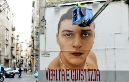 Spunta il murale dedicato al baby-rapinatore Ugo Russo